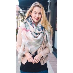 🎉5XHP🎉 Light pink plaid scarf